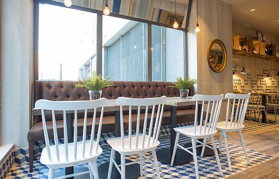 Prandium Caffe mobiliario Decoracion Vintage proyecto de 4Cadires. Otro proyecto más de Mister Wils, más de 4000m² de exposición y venta. Visítanos.