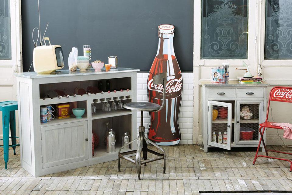 Tener un bar en casa puede ser muy divertido. Una barra de un bar en casa es ideal para amueblar tu sala de estar y hacer de tu cocina una sala entrañable