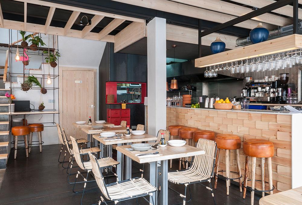CHIFA nuevo restaurante en Sevilla con mobiliario de MisterWils. Otro proyecto más de MisterWils, más de 4000m2 de exposición y venta.