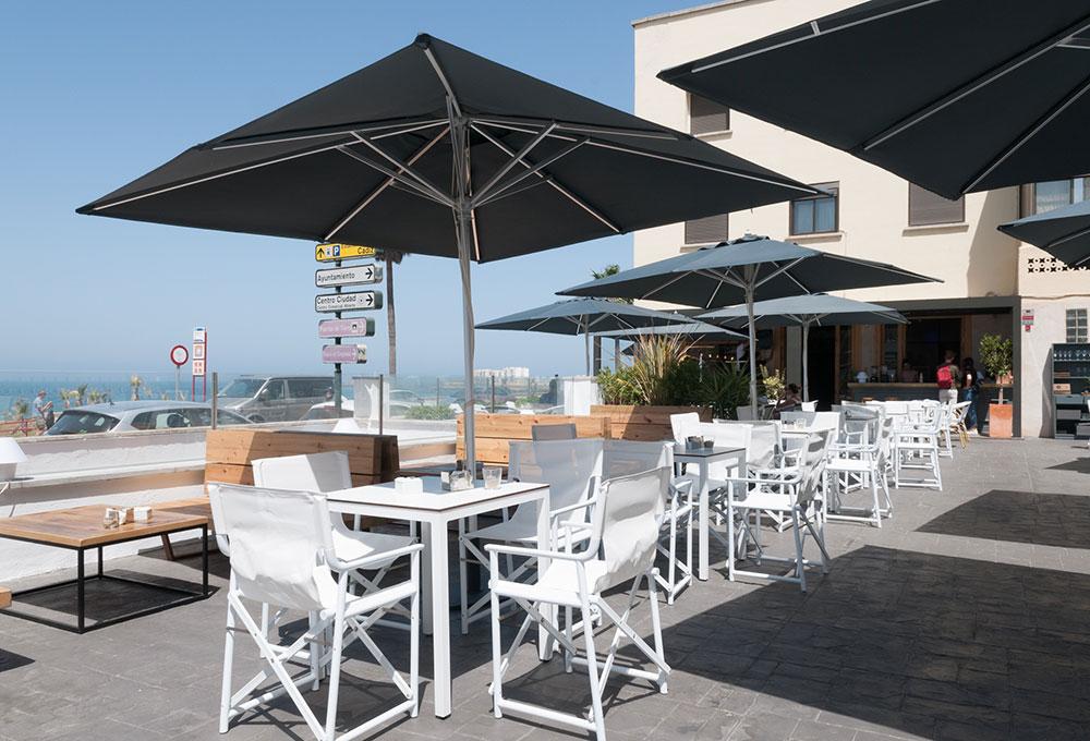 CHARLOTTE CÁDIZ nuevo Beach Bar de la mano de MisterWils. Otro proyecto más de MisterWils, más de 4000m2 de exposición y venta.