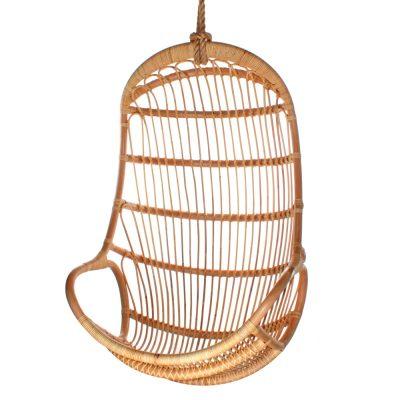 SANDRA Silla colgante fabricada en rattan natural tipo Egg Chair. Encuéntrala en MisterWils. Más de 4000m² de exposición y almacén.