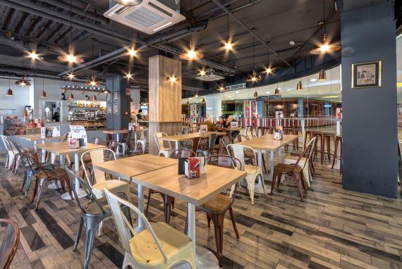 MOKA Café, concepto de cafetería vintage italiana abre en Sevilla. Otro proyecto más de MisterWils, más de 4000m2 de exposición y venta