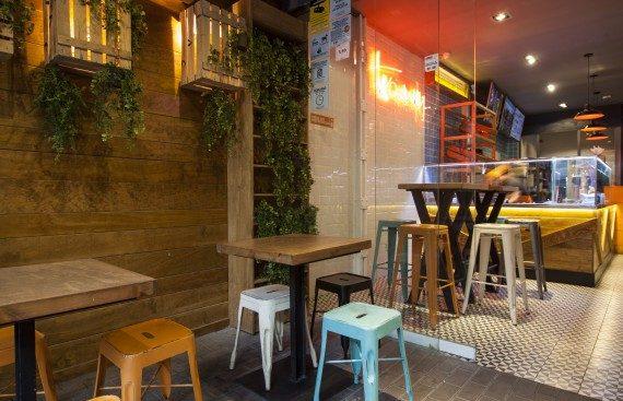Tako-Away un delicioso fast food con sabor mexicano. Otro proyecto más de Mister Wils, más de 4000m² de exposición y venta. Visítenos.