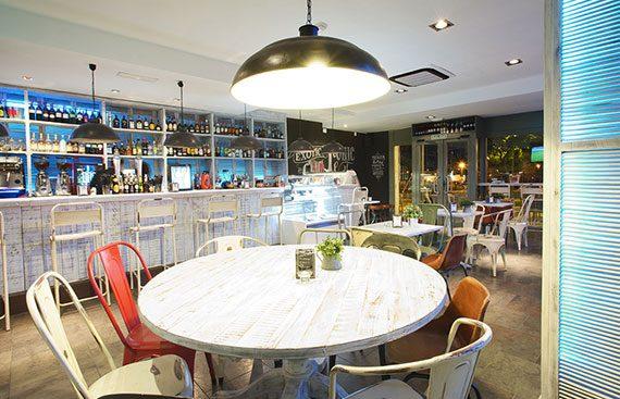 Vintage Bar Teatinos cafés copas y tapas en un gastrobar. Otro proyecto más de Mister Wils, más de 4000m² de exposición y venta. Visitanos.