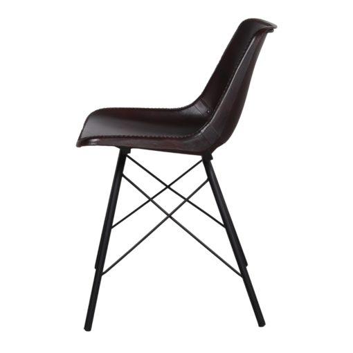 SILLA DE PIEL CAMELOT, de estilo industrial con estructura tubular de acero con acabado en negro y asiento de PP tapizado en piel color marrón oscuro.3