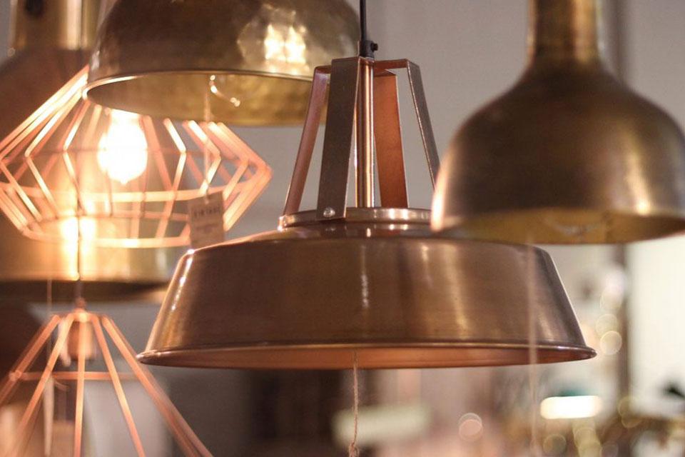 El metal: Decorar con la última tendencia de moda. Descubre en este post los secretos de nuestros interioristas para decorar usando el metal...