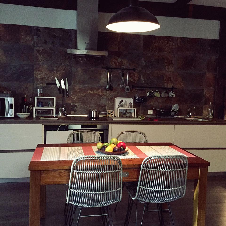 Los muebles de MisterWils vuelven a estar presentes en Allí Abajo.Descubre en este post algunos de los muebles que has podido ver en la serie de Antena 3.