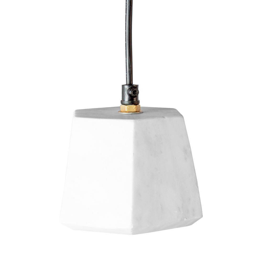 GALOPE BIG Lámpara estilo nórdico con cubre casquillo de mármol blanco.