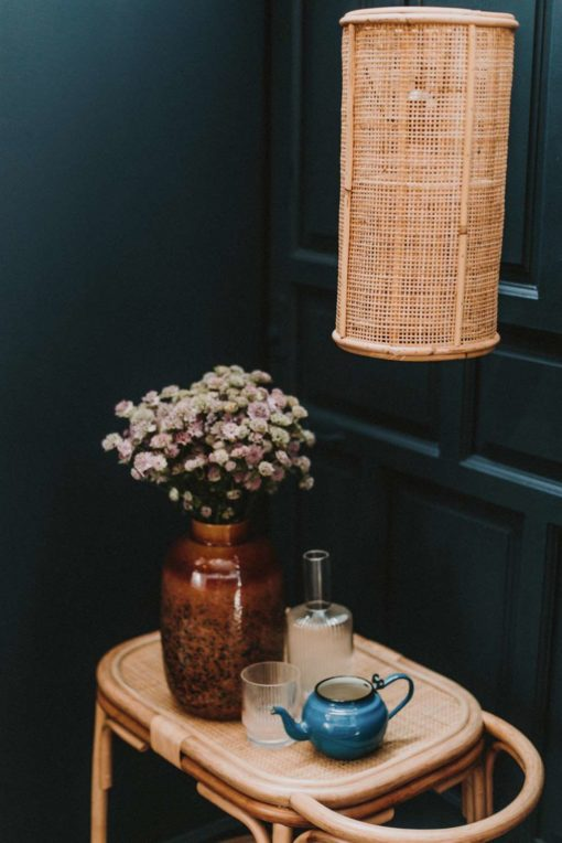 OLIVER MINI Lámpara de techo estilo étnico de rejilla de rattan natural. Encuéntrala en MisterWils. Más de 4000m² de exposición y almacén.