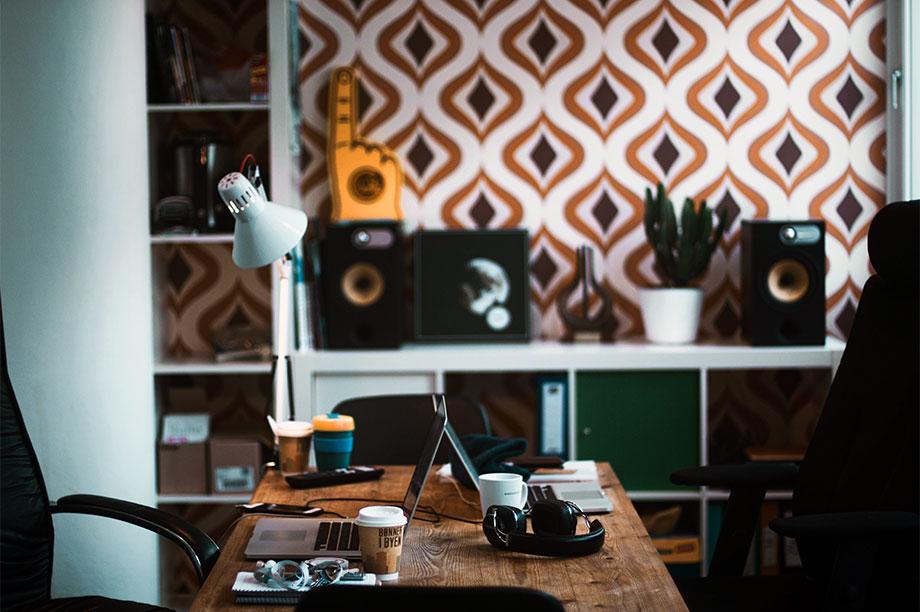 Cinco mesas de escritorio que invitan a trabajar e inspirarse. Una Selección de mesas de escritorio hecha por nuestro equipo de interioristas para ti.
