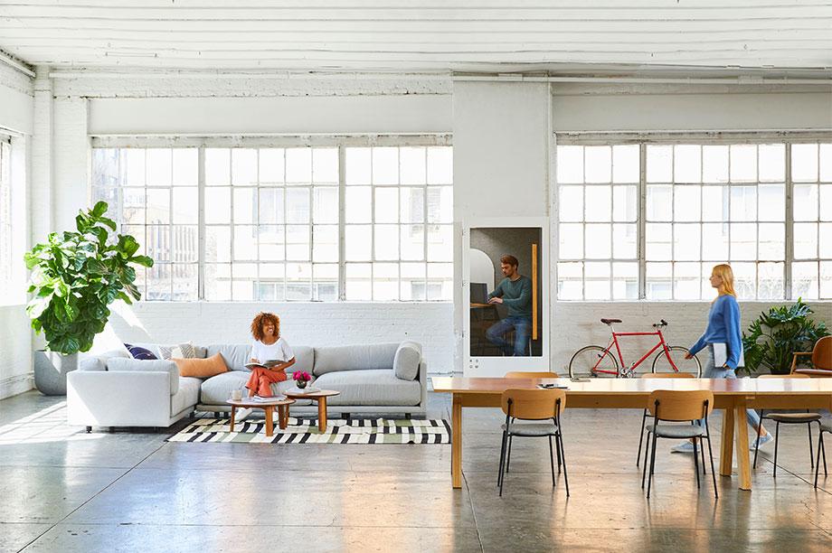 Cinco mesas de escritorio que invitan a trabajar e inspirarse