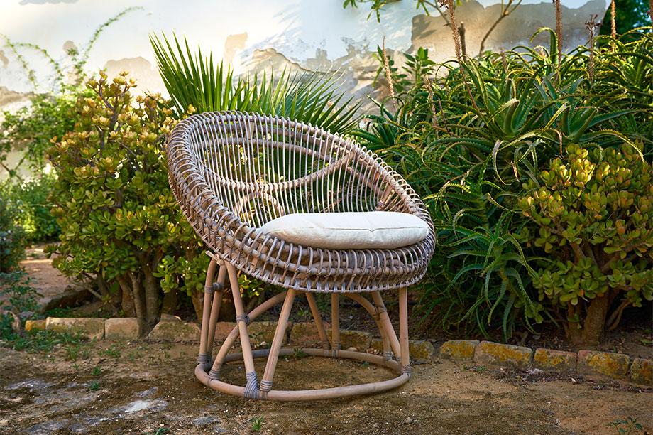 Rattan, mimbre y bambú, aprende diferenciar estas fibras y su uso adecuado en decoración. Sillón Camdem