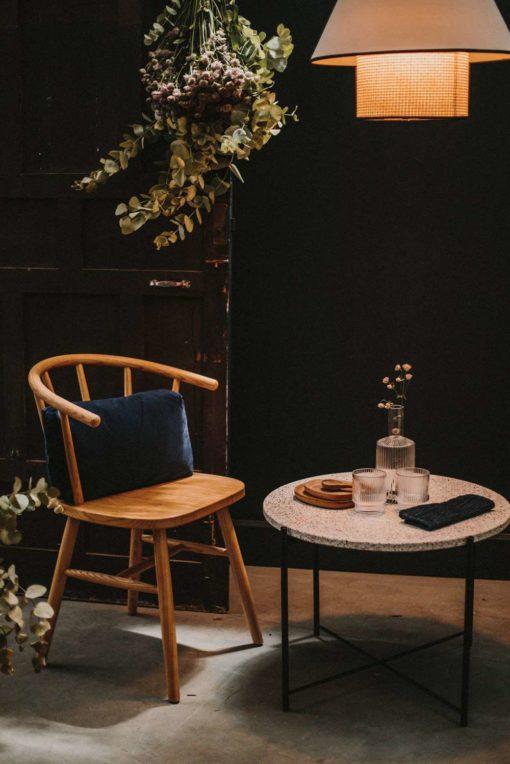 REMY NATURAL Silla tipo Windsor - Ercol de madera de olmo. Encuéntrala en MisterWils. Más de 4000m² de exposición y almacén.