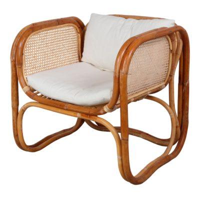 CUBE NATURAL Sillón con brazos tipo lounge fabricado en rattan natural y rejilla de enea. Encuéntralo en MisterWils. Más de 4000m² de exposición y almacén.