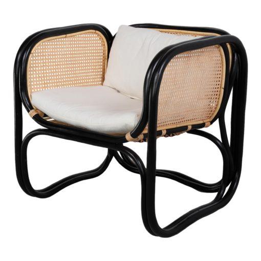 CUBE NEGRO Sillón con brazos tipo lounge fabricado en rattan natural y rejilla de enea. Encuéntralo en MisterWils. Más de 4000m² de exposición y almacén.