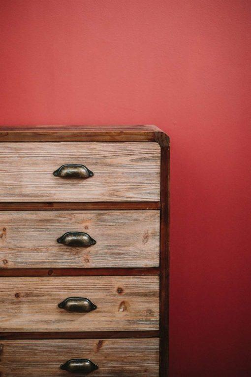 CALISA Aparador estilo industrial de madera con 4 cajones. Encuéntralo en MisterWils. Más de 4000m² de exposición y almacén.