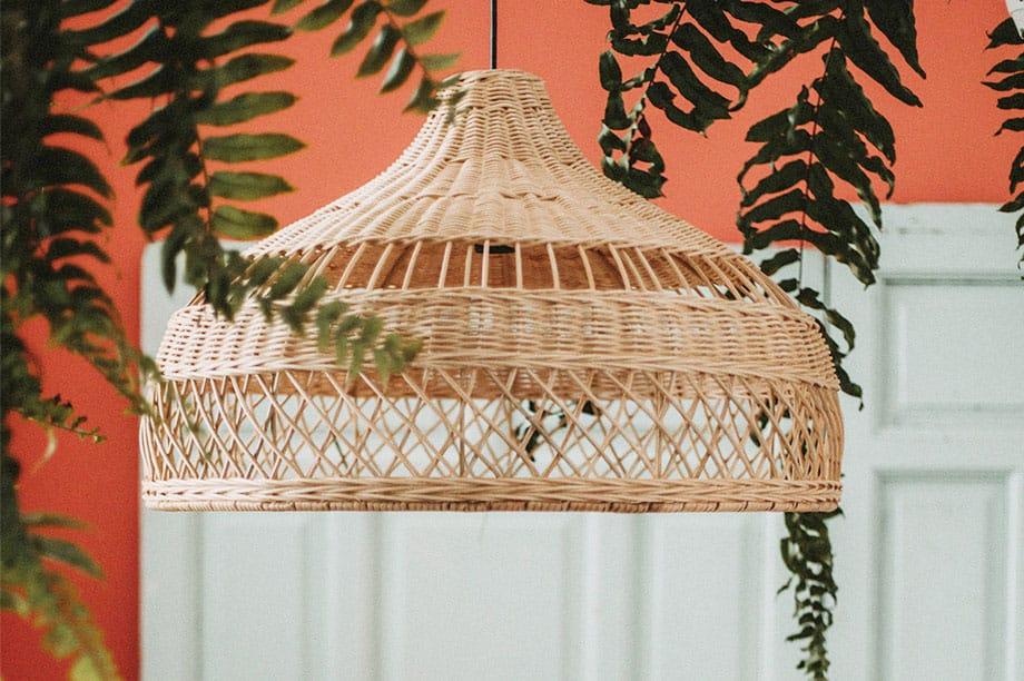 Lámparas de rattan de tendencia ideales para todos los estilos
