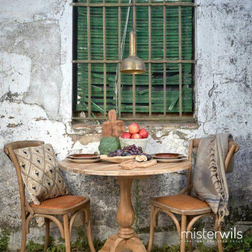 SASHA ROBLE Silla estilo 'Bistrot Parisíno', estructura de madera de olmo, acabado roble envejecido, respaldo con aspas y asiento con cojín de enea.