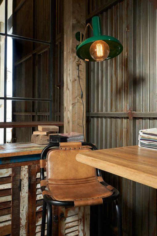 IGOR Taburete alto estilo industrial de acero con asiento de piel. Encuéntralo en MisterWils. Más de 4000m² de exposición y almacén.