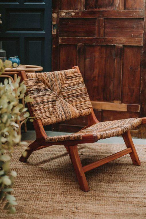 VERMONT Sillón lounge de madera tropical y fibra de platanera. Encuéntralo en MisterWils. Más de 4000m² de exposición y almacén.