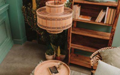 La combinación perfecta entre la madera y las lámparas de rattan
