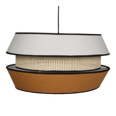 MADELEINE CURRY Lámpara de techo fabricada en rejilla enea y textil. Encuéntrala en MisterWils. Más de 4000m² de exposición y almacén.