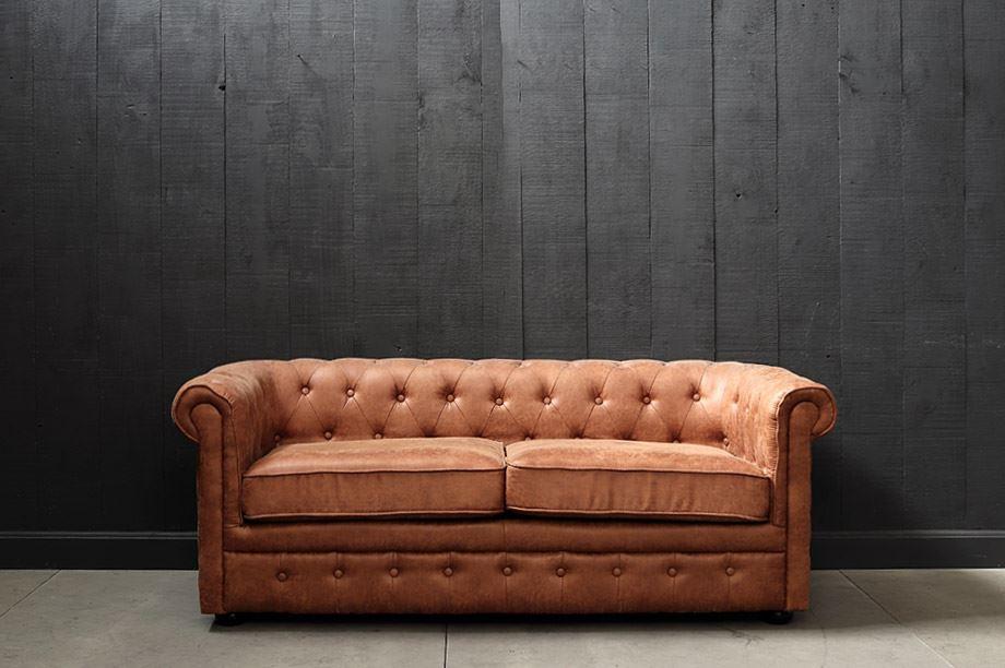 vista frontal de sillón chester con capitoné