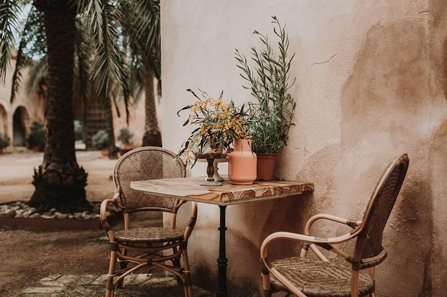 minimalismo cálido en muebles de terrazas