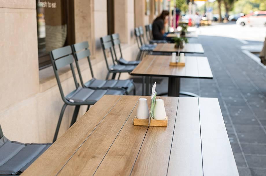 detalle de mesa de terraza