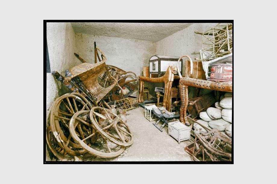 hallazgo en 1992 - muebles en tumba egipcia
