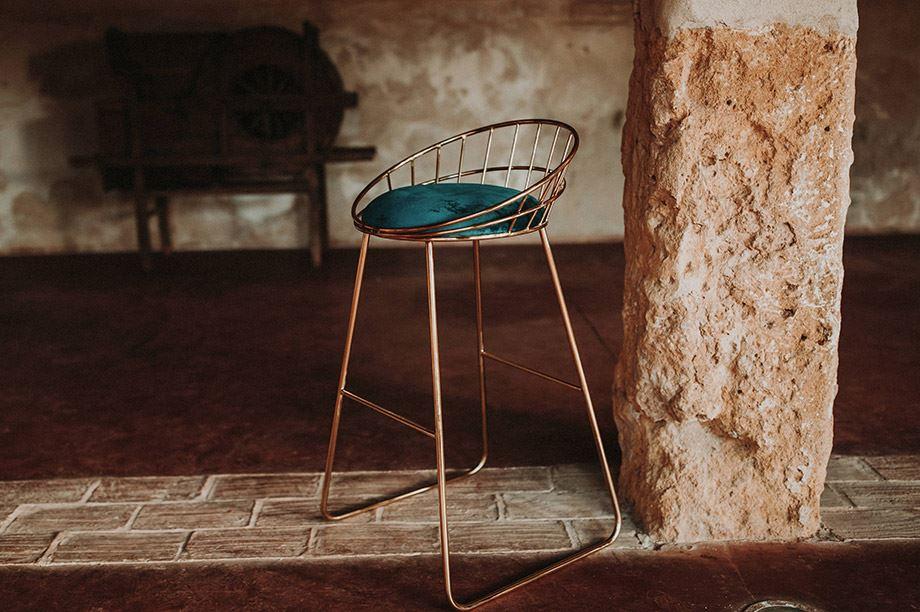 taburete de bar con asiento acolchado
