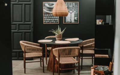 Las mesas redondas de madera que mejor combinan en tu hogar