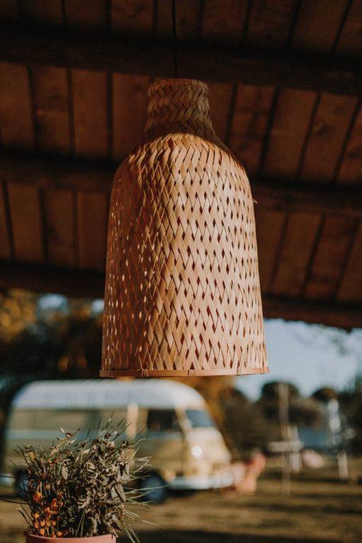AKELA Pantalla de rattan natural para lámpara de techo. Encuéntrala en MisterWils. Más de 4000m² de exposición y almacén.