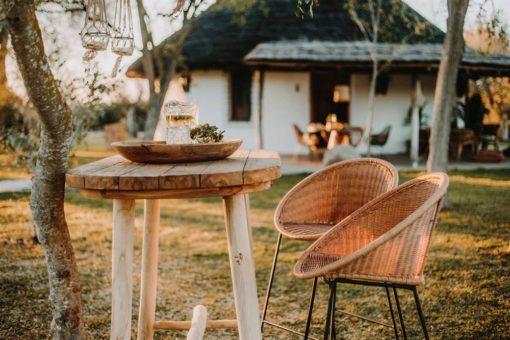 FOSCARI Mesa alta estilo Rústico fabricada en madera de teka. Encuéntrala en MisterWils. Más de 4000m² de exposición y venta.