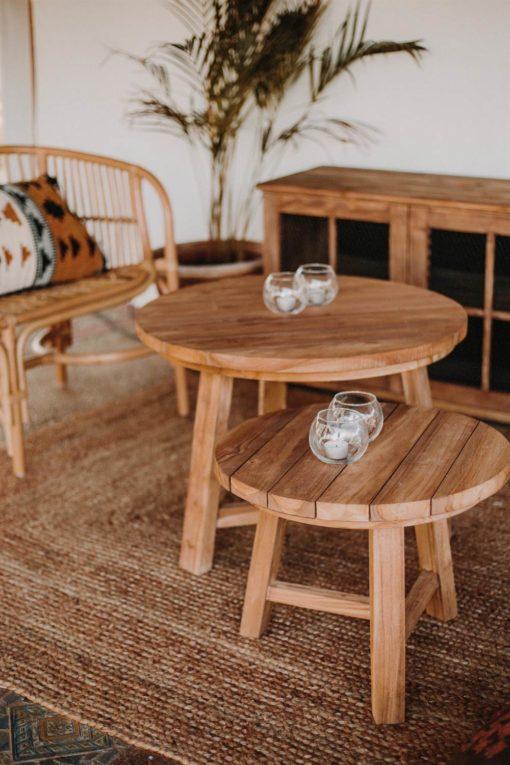 INGO Mesa auxiliar estilo rustico fabricada en madera maciza de teka. Tapa circular. Encuéntrala en MisterWils. Más de 4000m² de exposición y almacén.INGO Mesa auxiliar estilo rustico fabricada en madera maciza de teka. Tapa circular. Encuéntrala en MisterWils. Más de 4000m² de exposición y almacén.
