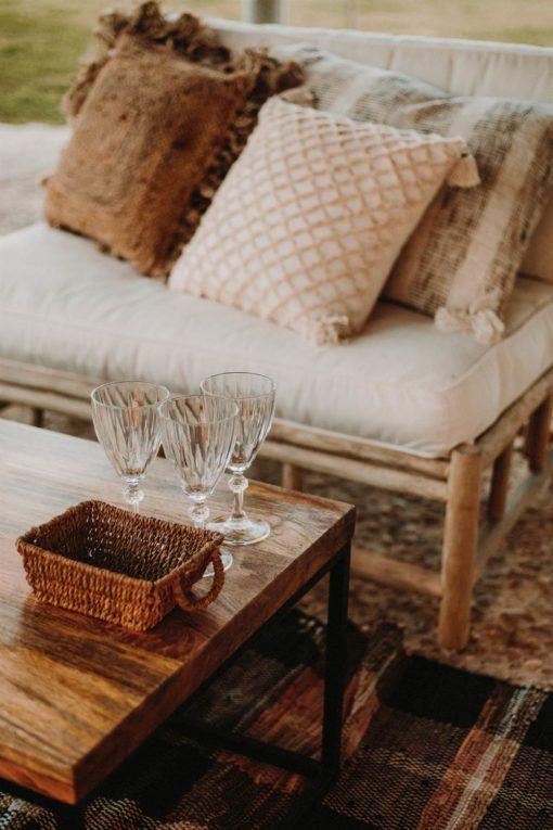 LOVESEAT Sillón estilo rústico fabricado en madera maciza de teka. Encuéntrala en MisterWils. Más de 4000m² de exposición y almacén.
