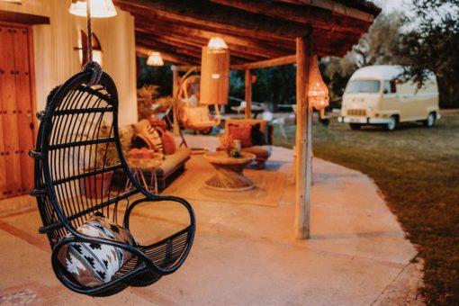 SANDRA NEGRA Silla colgante de rattan tipo Egg Chair Encuéntrala en MisterWils. Más de 4000m² de exposición y almacén.