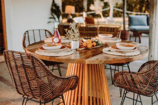 SOLOMON MANGO Mesa estilo nórdico de madera de olmo y mangoEncuéntrala en MisterWils. Más de 4000m² de exposición y almacén.