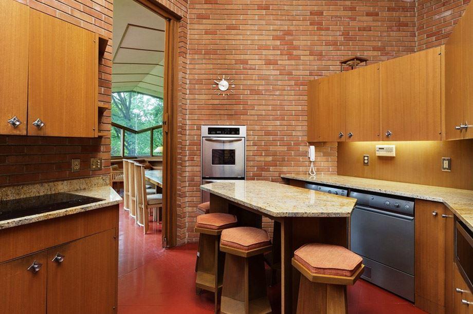isla de cocina de diseño con taburetes de barra