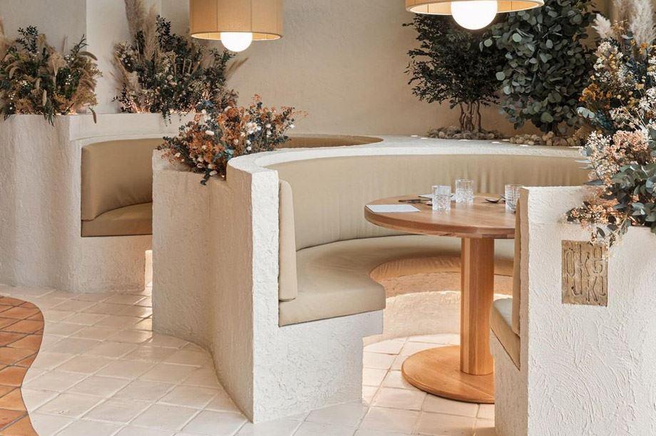 Mesa de restaurante redonda y 'al natural'