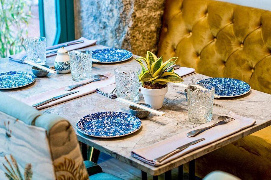 Mesa de restaurante sofisticada