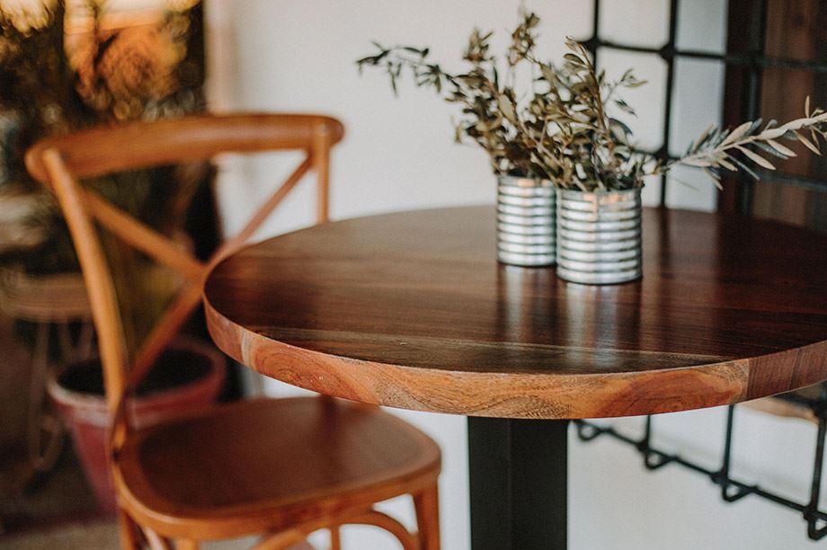 mesa de madera redonda para restaurante