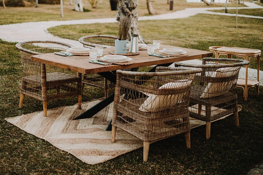 mesa de madera reciclada en exterior