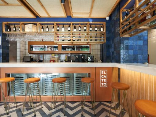 La renovación del mítico bar sevillano El Cateto por CM4 Arquitectos