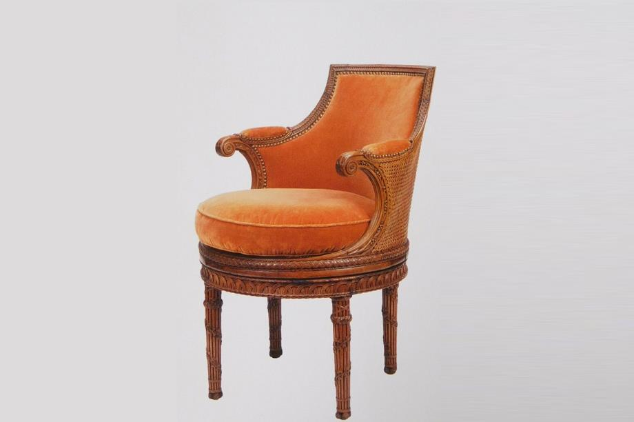 silla con respaldo de rejilla