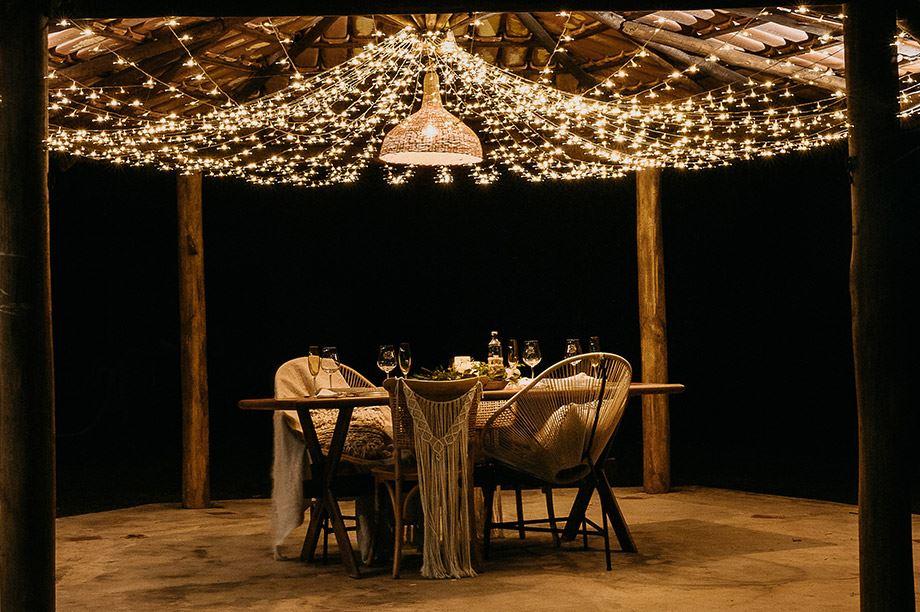 lámpara de estilo nórdico en restaurante exterior