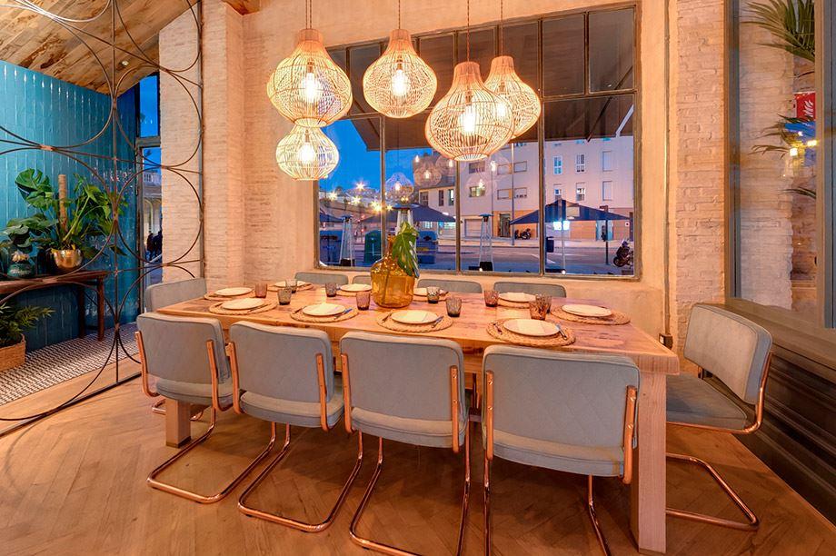 estilos de decoración de restaurantes - La Bernarda mesa