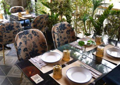 Proyecto Burro Canaglia silla tapizada estampado floral y mesa